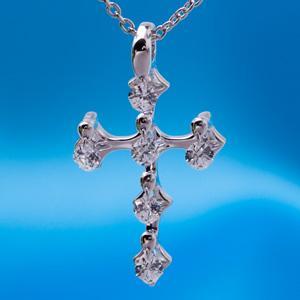 長谷川京子さんに贈呈された                                                                              クロスフォーペンダント Angel Cross