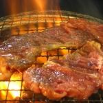 亀山社中 秘伝のもみダレ漬け焼肉 計4kgセット【華咲きハラミ400g×4、華咲きカタロース400g×6 、ハサミ】