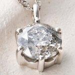 プラチナPt900  超大粒1.7ctダイヤモンドペンダント/ネックレス(鑑定書付き)の詳細ページへ