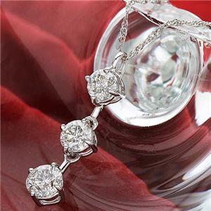 K18WGダイヤ合計1ctスリーストーンペンダントの宝石