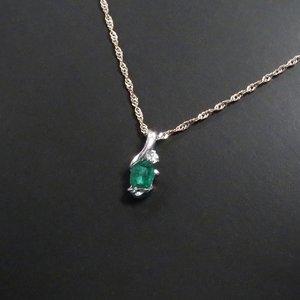 K18WGエメラルド0.15ct ダイヤモンドペンダント/ネックレス