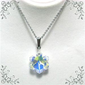 スワロフスキー雪の結晶ペンダント オーロラ