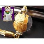 《小判が降り注ぎ商売繁盛》大玉金彫り 招き猫水晶 縁起物ストラップ《パワーストーン・天然石》の詳細ページへ