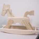 白木の木馬