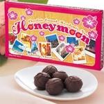 【ハワイ土産】HONEY MOON(ハネムーン)マカデミアナッツチョコレートの詳細ページへ