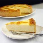 【チーズから手作り】ロイカ・オリジナル・ベークド・チーズケーキ・5号の詳細ページへ