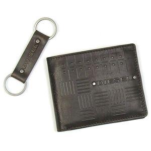 DIESEL(ディーゼル) 2つ折りカード入れ JEM-BOSS 00XN75 GIFT BOX EMBOSS T2178 ダークブラウン