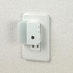 ELPA LEDセンサー付ライト コンセント差込タイプ(サービスコンセント付) PM-LC201(W)