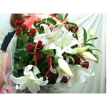 カサブランカと赤薔薇の花束