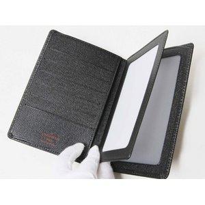 【美品 現品限り】Louis Vuitton [ルイヴィトン] エピ 証明書ケース付き2つ折財布 黒 ブラック M63402 【新品同様】
