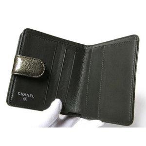 【美品 現品限り】 CHANEL [シャネル] 二つ折り財布 コンパクトジップ エナメル メタリックグリーン シルバー金具 【中古A】