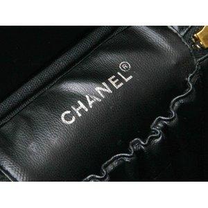 【美品 現品限り】 CHANEL [シャネル] 縦型バニティ キャビア 黒 ブラック 【中古SA】