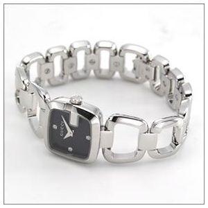 Gucci(グッチ) G-GUCCI コレクション Gのイニシャルがモチーフ。インデックスにシェルとダイヤをあしらったラグジュアリーなレディス・ブレスウオッチ 【腕時計】 YA125509